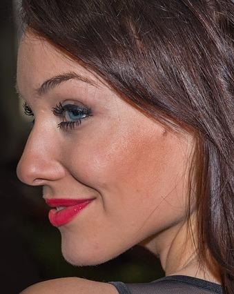 A glycolic acid cleanser rejuvenates skin